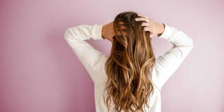 Comment stimuler la pousse des cheveux longs